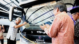 Indonesia Exports Double-decker Buses to Bangladesh